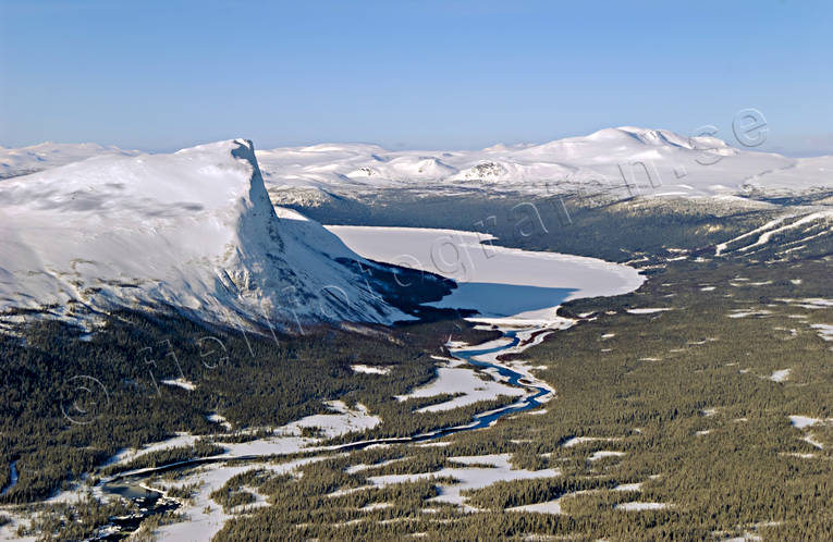 aerial photo, aerial photo, aerial photos, aerial photos, attestupa, Borga lake, Borgahallan, drone aerial, drönarfoto, landscapes, Lapland, mountain, mountain pictures, mountain slope, mountain-side, precipice, precipice  steep, Saxån, winter