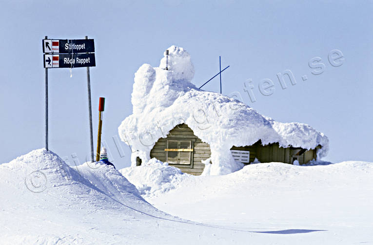 Are, Areskutan, buildings, cottage, down-hill running, house, Jamtland, mountain, outdoor life, season, seasons, skies, skiing, snow storm, snow-covered, wild-life, winter, äventyr