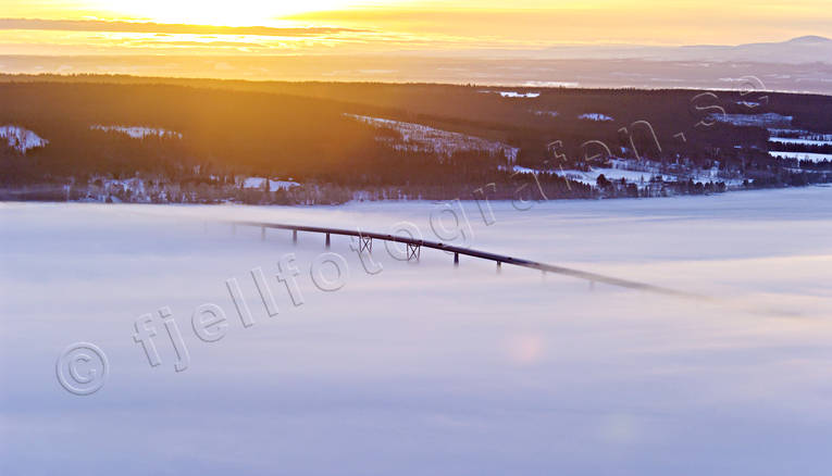 aerial photo, aerial photo, aerial photos, aerial photos, ambience, ambience pictures, atmosphere, bridge, bridges, drone aerial, drönarfoto, evening, fog, foggy, Great Lake, ground fog, Jamtland, Ostersund, season, seasons, städer, Vallsund Bridge, Vallsundet, winter