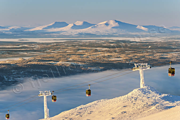 down-hill running, gondola, installations, Jamtland, landscapes, mountain, nature, Snasa Mountains, view, winter, äventyr