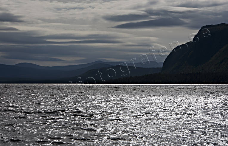 ambience, ambience pictures, atmosphere, backlight, glitter, glittrande, lake, landscapes, Lapland, mountain, mountain, Saggat, summer, vatten, water, waves