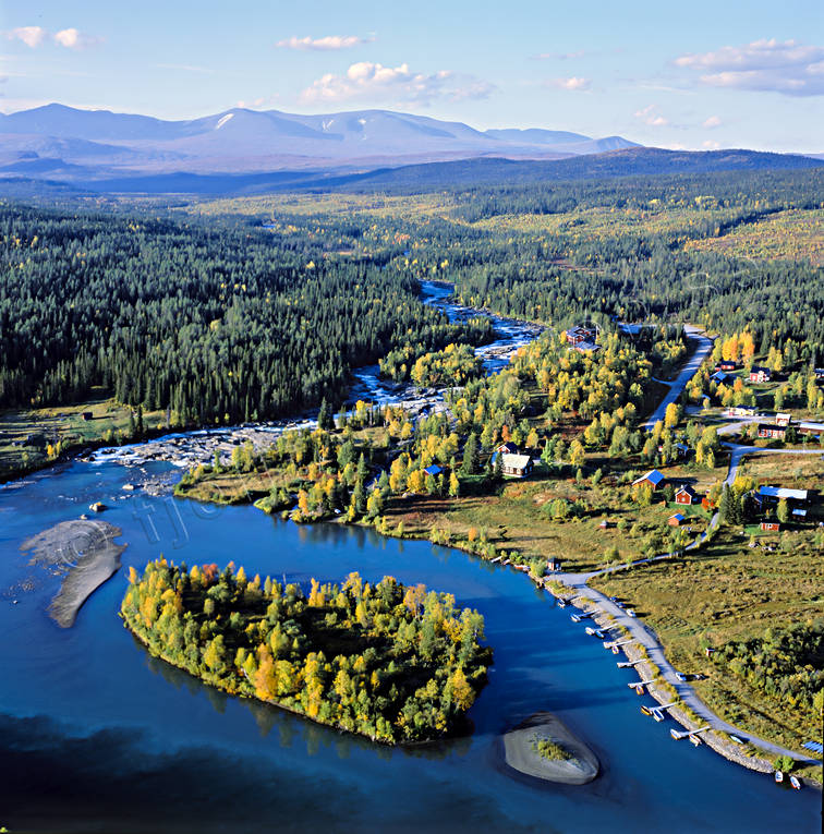 aerial photo, aerial pictures, autumn, autumn colours, drone aerial, fjällbilder, Gamajåhkå, Kamajakka, Kvikkjokk, landscapes, Lapland, mountain, Saggat, Sarek, Swedish Mountains
