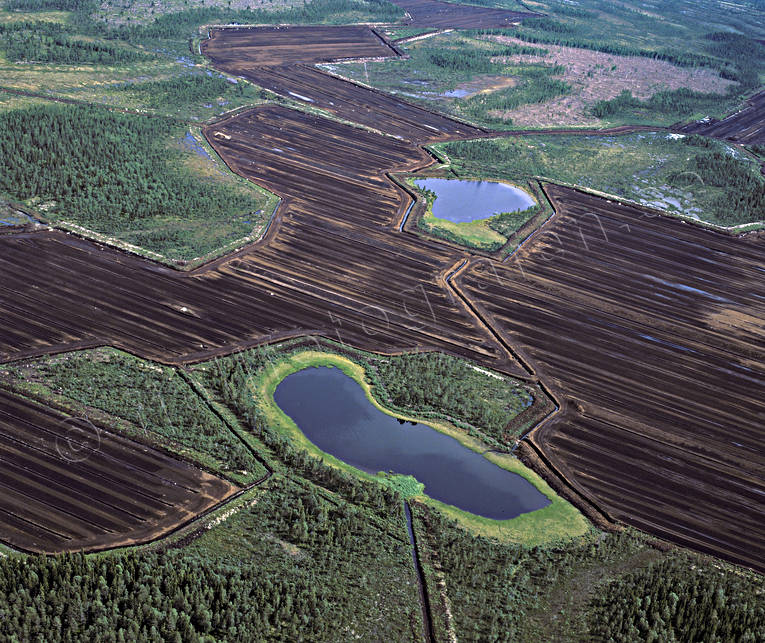 aerial photo, aerial photo, aerial photos, aerial photos, conservation, drone aerial, drönarfoto, energy, environment, environmental damage, environmental influence, extract, extraction, landscapes, marsh salvage, mire, nature, peat bog, peat harvesting, peat, turf, pollution