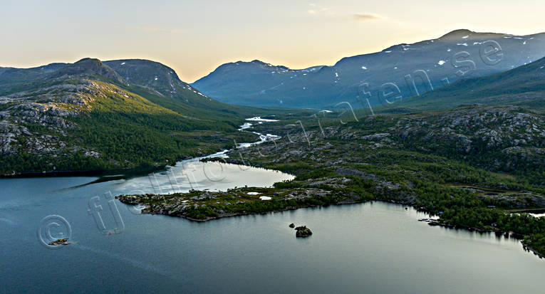 aerial photos, aerial picture, aerial pictures, autumn, fishing camp, fjällbilder, flygbilder, Gattsatjv, Gärrajvve, jaktcamp, landscapes, Lapland, Makak, Miekak, Pite river, summer, Swedish Mountains