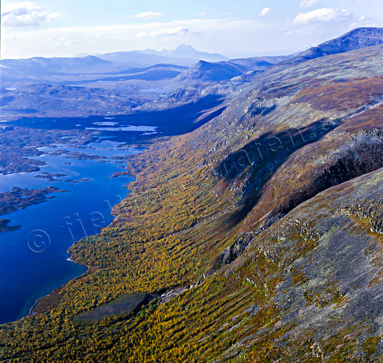 aerial photo, aerial pictures, autumn, autumn colours, drone aerial, Gardaure, Kaggakårså, landscapes, Lapland, mountain pictures, mountain slope, Nåste