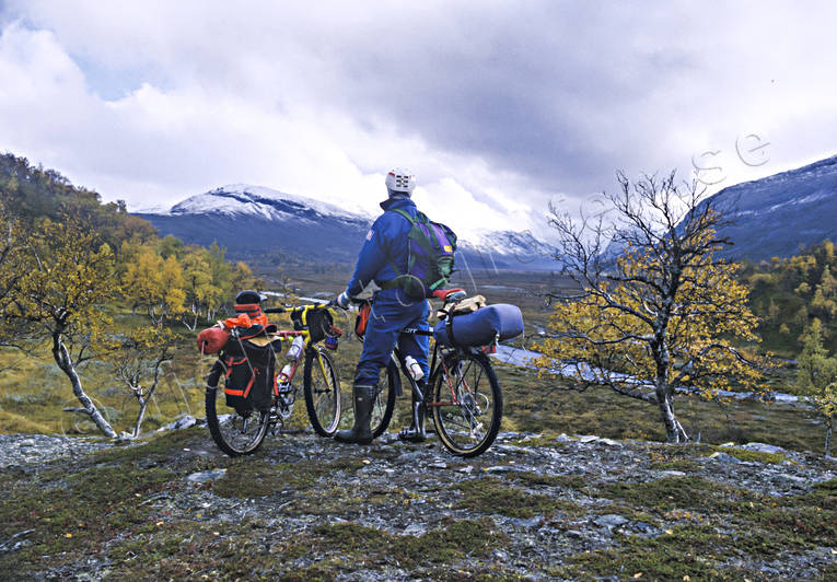 alpine landscape, autumn, autumn colours, bicyclist, bike, bikes, biking, fjällcykling, Jamtland, landscapes, Lunndorren, Lunndorrsan, Lunndorrsfjallen, Lunndorrspasset, mountain, mountain nature, mountainbike, nature, outdoor life, season, seasons, terrängcykel, wild-life