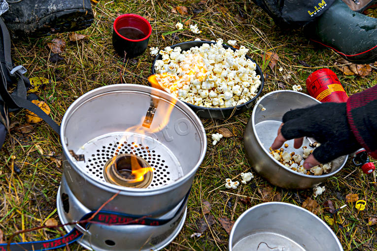alpine hiking, camp fire, outdoor life, paus, popcorn, rest, summer, trangiakök, äventyr