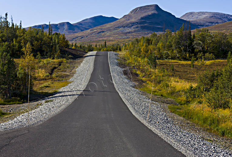 alpine landscape, asphalt road, autumn, autumn colours, communication, communications, Handol, highway, Jamtland, land communication, mountain, mountain, mountain nature, mountain peaks, mountain scene, mountain top, mountain tourisms, mountains, road, road, season, seasons, Snasamassivet, Snasen, Storulvan, Storulvåvägen, traffic, tvaraklumpen, vehicular traffic
