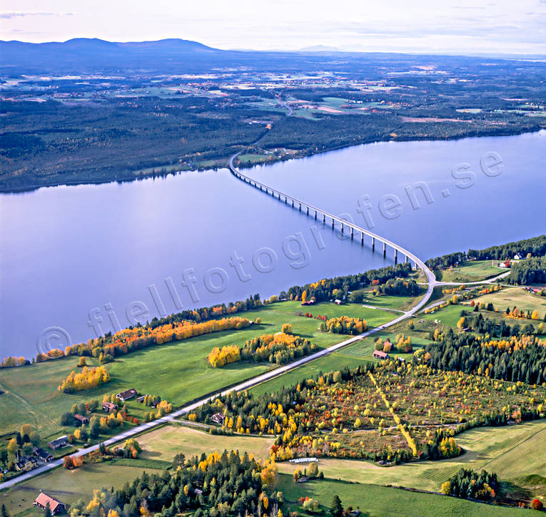 aerial photos, aerial picture, aerial pictures, autumn, bridge, Fagerdal, flygbilder, Great Lake, Jamtland, landscapes, mountains, road, Sanne, Sannsundsbron, tavla