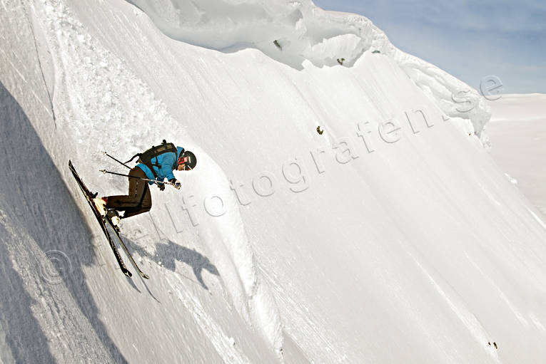 bank, down-hill running, offpist, playtime, precipice  steep, skier, skies, skiing, snow cornice, sport, winter