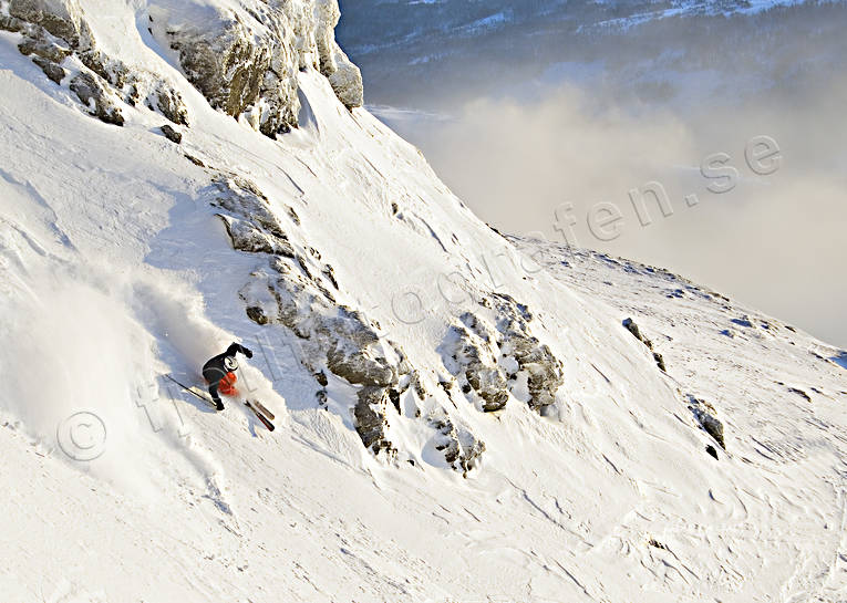 down-hill running, off pist, playtime, precipice  steep, skier, skies, skiing, snow-spray, sport, winter