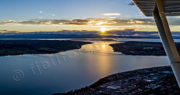 aerial photo, aerial photo, aerial photos, aerial photos, autumn, canvastavla, drone aerial, drönarfoto, evening, evening light, Fototavla, Froson, Great Lake, Jamtland, landscapes, Ostersund, panorama, städer, sunset, tavla, Vallsund Bridge, Vallsundet