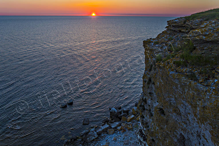 ambience, ambience pictures, atmosphere, beach, dusk, evening light, Gotland, havsband, landscapes, rocks, romantik, romantiskt, sea, sea, sea-shore, season, seasons, sky, Stora Karlsö, summer, summer night, sunset