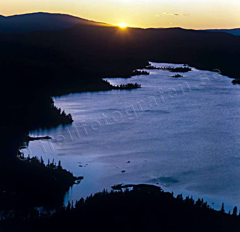 aerial photo, aerial photo, aerial photos, aerial photos, drone aerial, drönarfoto, evening, fjällbilder, Jamtland, Jav lake, landscapes, naturreservat, season, seasons, summer, sunset, Svenskådalen, Svenskådalens, Svenskån, Swedish Mountains, vildmarksstämning, wasteland, wilderness, ödemarksstämning