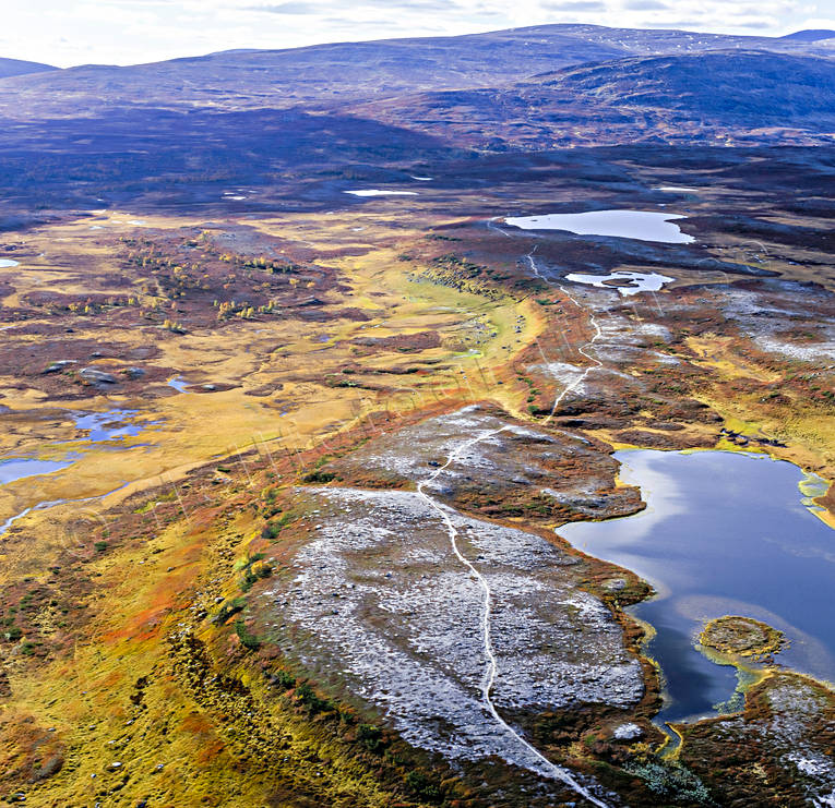 aerial photo, aerial pictures, autumn, autumn colours, canvastavla, drone aerial, fjällbilder, fototavla, Jamtland, landscapes, Lunndorrspasset, mountain, nature trail, Swedish Mountains, tavla, Tossåsen