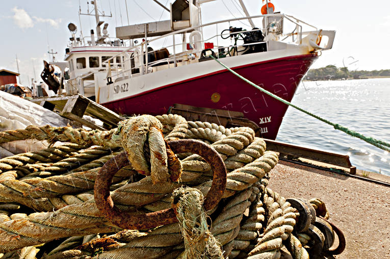 boat, Bohuslän, coast, communications, fishing, fishing boat, förtöjning, Havstenssund, installations, lina, rope, sea, summer, tross, vatten, water, work