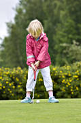 children, girl, girls, golf, golf player, golfare, green, green, mjölkeröd, practise, putt, putting, sport, summer, various, youngsters