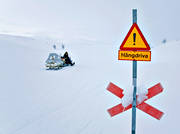 communication, kryssmarkering, land communication, motor sports, sign, snow cornice, snowmobile, snowmobile trails, warning road sign, winter, winter route, äventyr